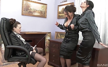 Kinky Tiffany Doll here an all-girls orgy concerning a lot of pissing