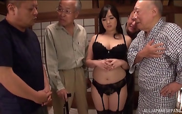 Nonami Shizuka pleases two older guys away from sucking their cocks