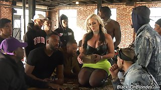 Shacking up stunning white cookie Alena Croft is going with respect to serve several black guys