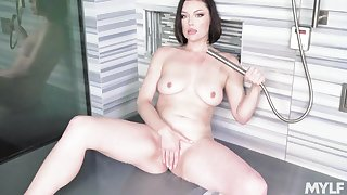 Sovereign Syre's wet and arousing solo in an upscale shower