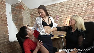 Mature untrained grannies inveigle a teen babe into a tribade threesome